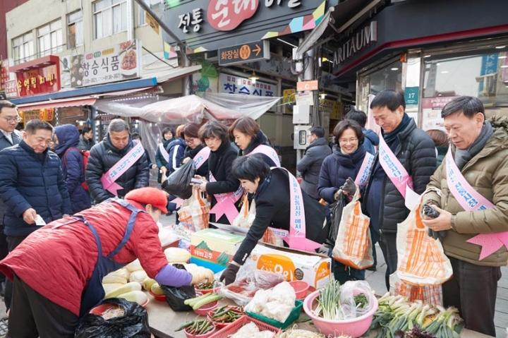 용인시의회, 2019년 설맞이 전통시장 살리기 캠페인 실시