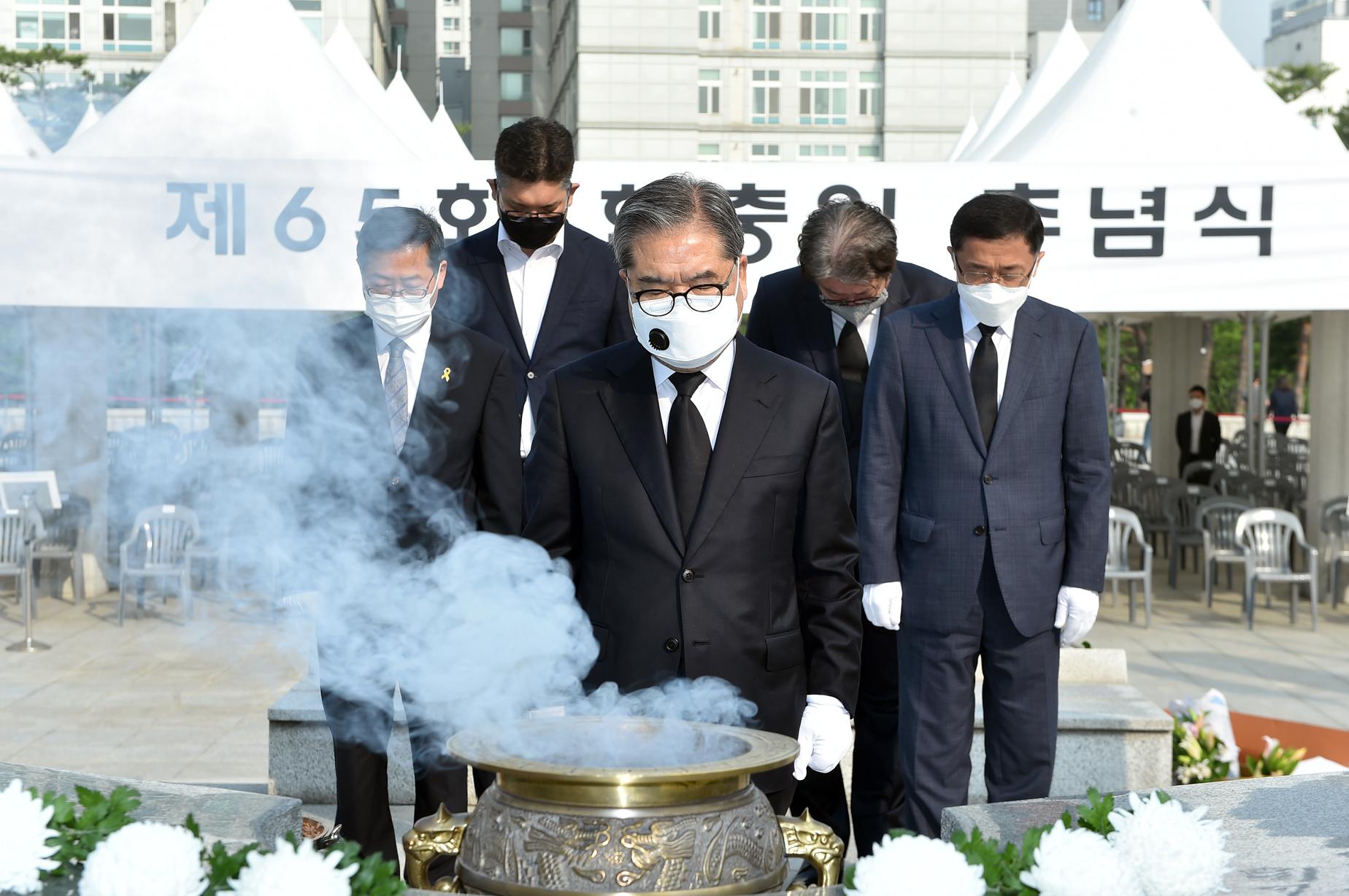 이재정 경기도교육감 제65회 현충일에 수원현충탑 찾아 추념