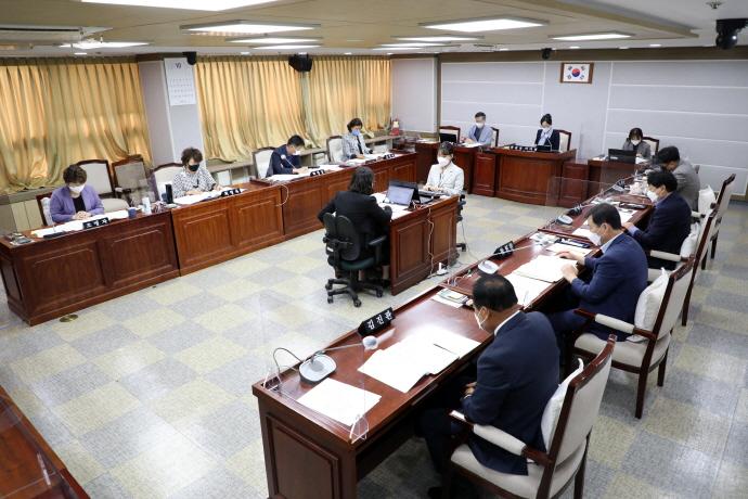 수원시의회 복지안전위원회, 소관부서 주요업무 추진실적 점검